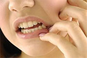 What folk remedies can be used to reduce toothache?
